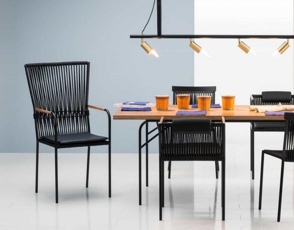 des chaises intérieur et extérieur